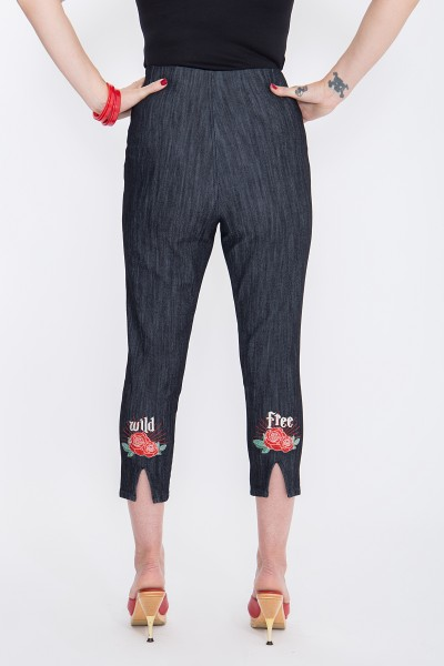 QUEEN KEROSIN Capri Jeans mit angesagter Rosenstickerei Wild & Free